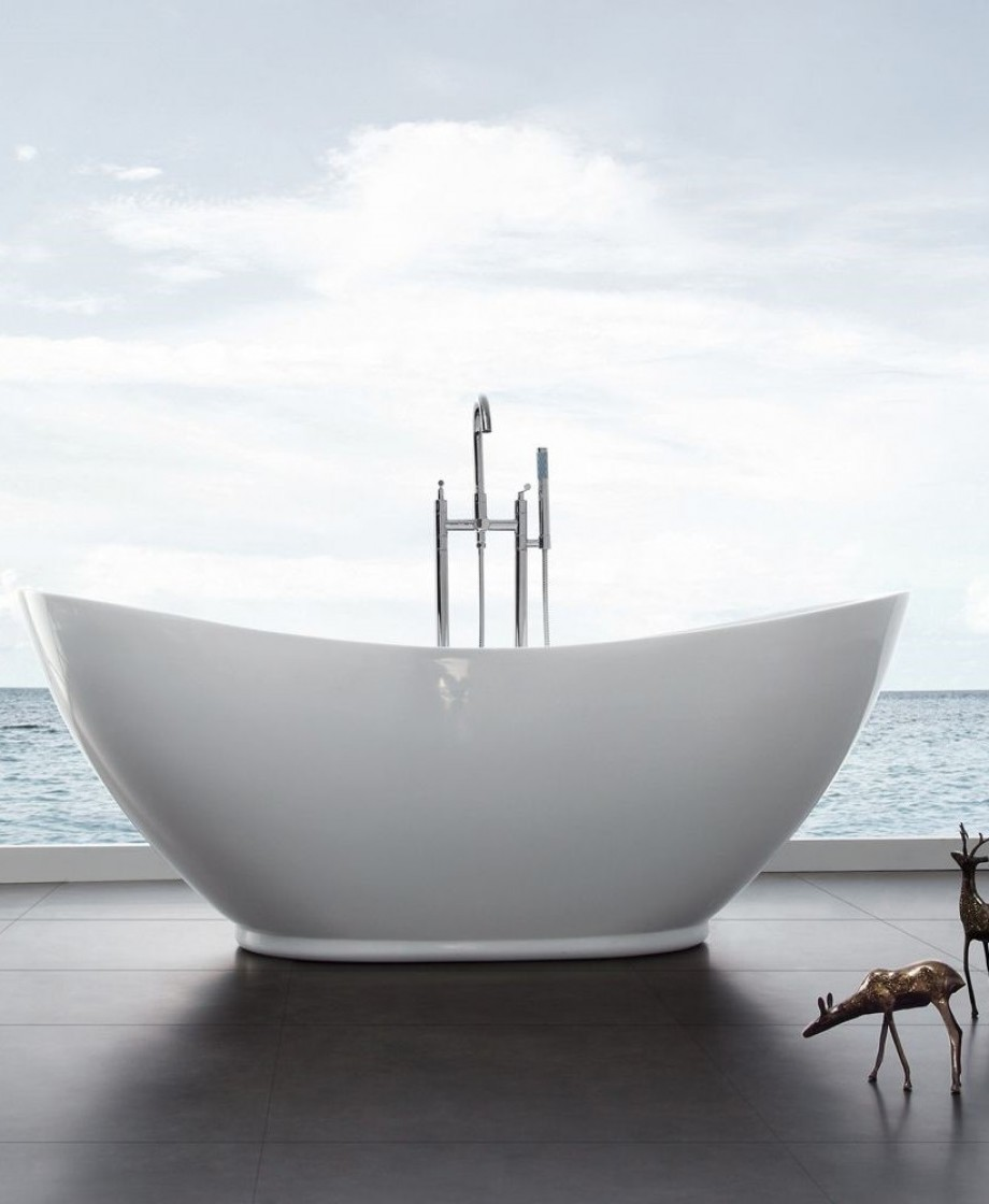 freestanding bath tub. freestanding bath tub
